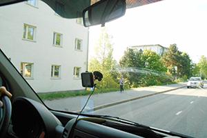 taloの配送サービスを使って小西さんがフィンランドのヘルシンキにて仕入れた家具を倉庫まで運びます。